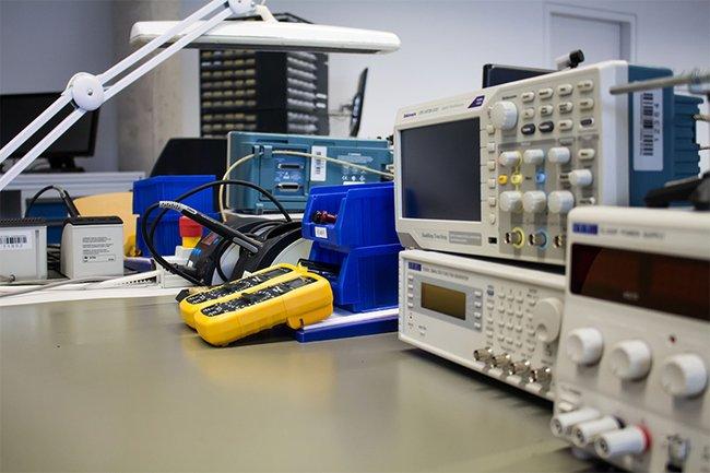 Elektronik-Labor-Grundausstattung_cChristoph-Braun.jpg