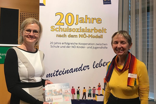 Gerda Bernauer, Geschäftsführerin des Vereins YOUNG, und FH-Professorin Monika Vysouzil