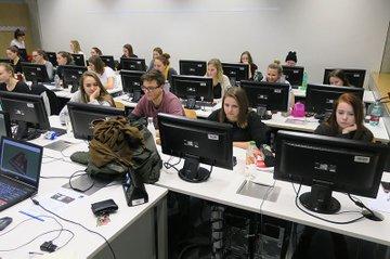 Die Studierenden der Media- und Kommunikationsberatung mit dem Schwerpunkt Eventmanagement beim Workshop mit Easyraum.