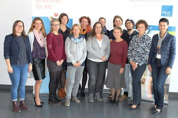 Die Absolventinnen und Absolventen des Lehrgangs Jungend-ErnährungsmentorIn mit dem Lehrgangsteam.