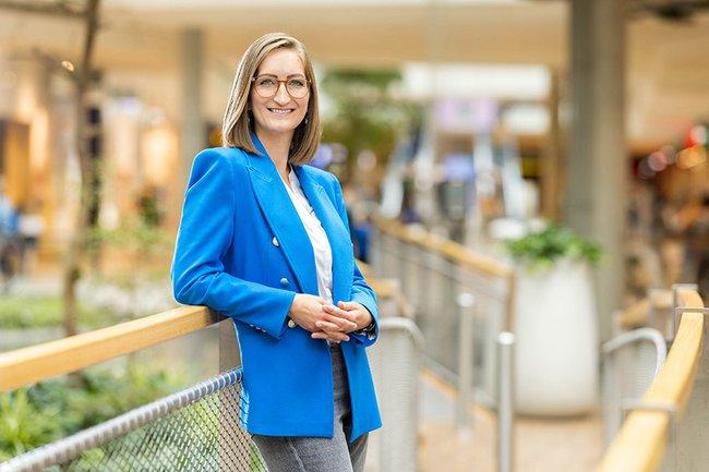 Sabine Dreschkay, Absolventin des Studiengangs Marketing & Kommunikation an der FH St. Pölten, leitet seit Juli das Shoppingcenter HUMA ELEVEN