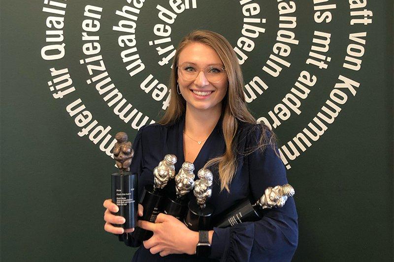 """Julia Jobst gewann dieses Jahr mit ihrem Team fünf Stück der begehrten CCA-Venus (4x Silber, 1x Bronze) für die """"Twice the nice""""-Kampagne von spark7"""