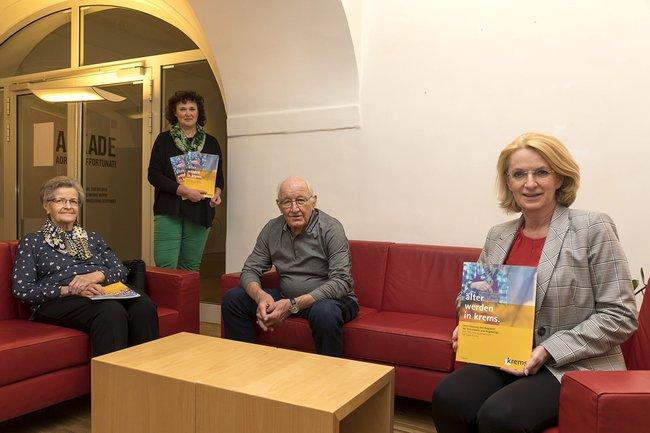 """Präsentation der Broschüre """"älter werden in krems. Unterstützung und Angebote für SeniorInnen und Angehörige"""""""