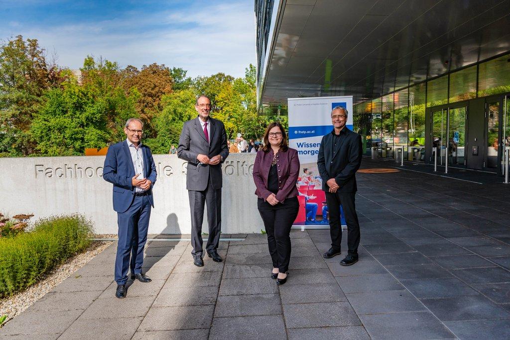 Gernot Kohl (Geschäftsführer FH St. Pölten), Heinz Faßmann (Bundesminister), Gabriele Permoser (Fachverantwortliche Hochschulinnovation) Hannes Raffaseder (Mitglied der Geschäftsführung)