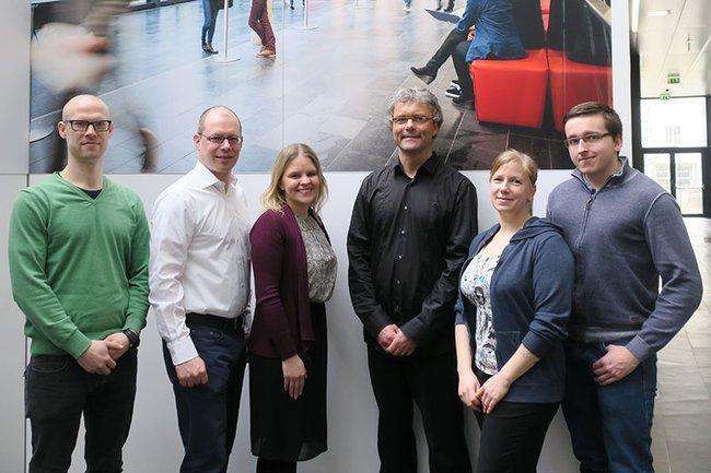 Drei Studierende der Media- und Kommunikationsberatung zusammen mit dem Gastvortragenden Hannes Raffaseder sowie den DozentInnen Carina Havlicek und Harald Wimmer.