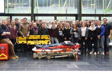 TeilnehmerInnen und Teilnehmer mit den Instruktoren für Gerätelehre und Sanitätstechnik
