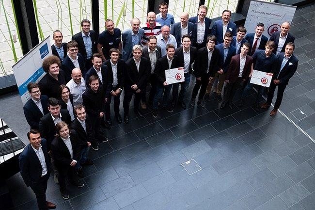 Teilnehmer und Jury des IT-Wettbewerbs