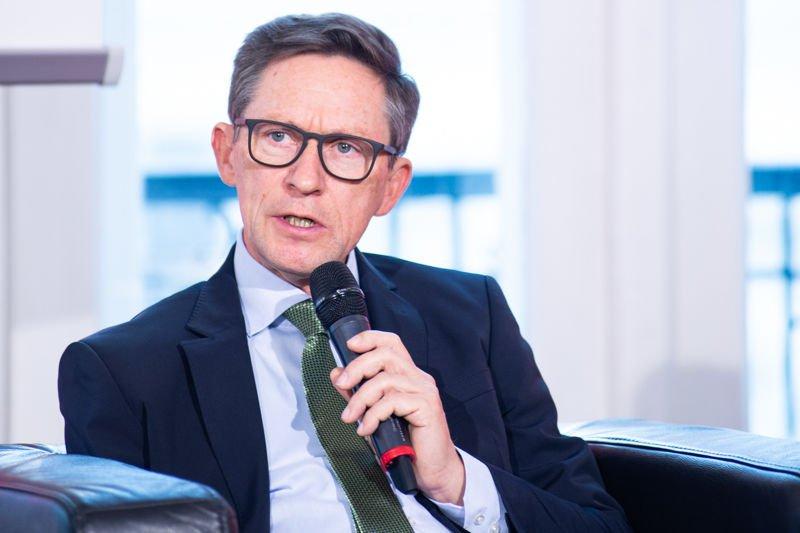 Otfried Knoll bei der Präsentation zum Bericht