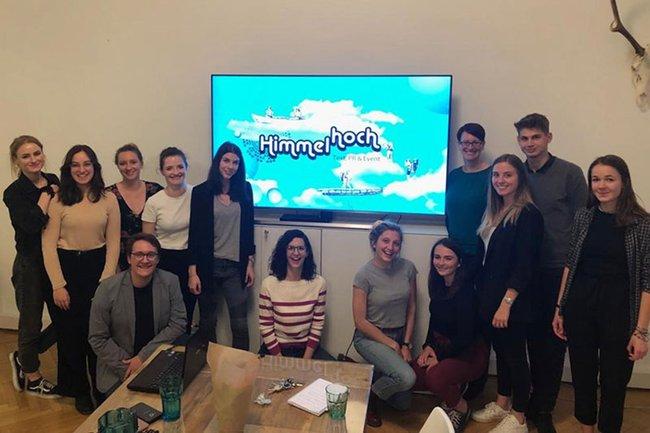 Die Studierenden der Media- und Kommunikationsberatung waren für ein spannendes PR-Kamingespräch zu Gast in der Agentur Himmelhoch.