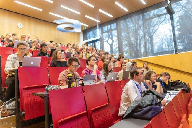 Studierende-an-der-FH-St.-Poelten-bei-der-International-Week.jpg