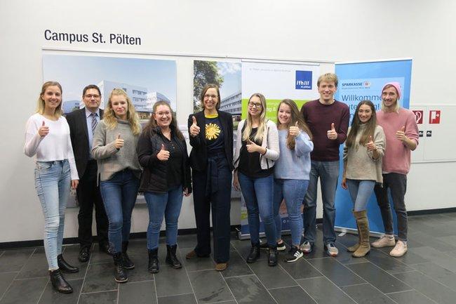 Petra Indir-Bauer, Werte-Entwicklerin bei Sonnentor bei der Brand-Slam Vortragsreihe an der FH St. Pölten