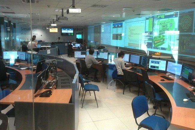Einblicke in den den Kontrollraum des Kernforschungszentrums CERN in Genf