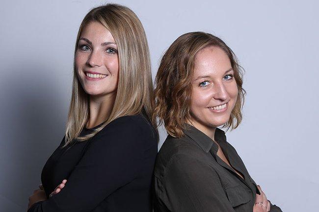 Die Masterarbeit der Absolventinnen Verena Saffertmüller (links) und Sandra Bamberger (rechts) wurde im Fachmagazin Retail vorgestellt.