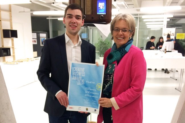 Finalist Christoph Braun mit Landesrätin Petra Bohuslav beim 1. Creative Business Award