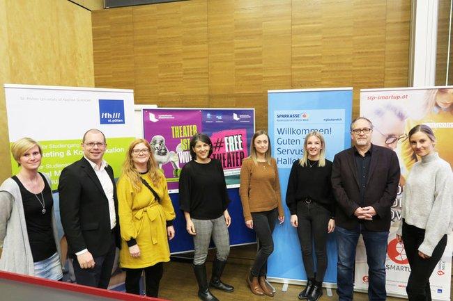 Claudia Mann, Harald Wimmer, Julia Perschon, Olivia Khalil, und Rupert Klima mit 3 Studentinnen an der FH St. Pölten