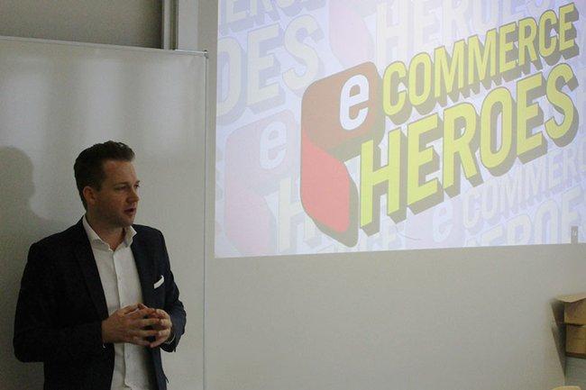 Rainer Will (Geschäftsführer Handeslverband) bei seinem Gastvortrag im Lehrgang Eventmanagement.