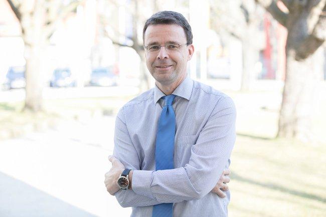 Pierre Saffarnia (Leitung Kommunikation / Public Relations, Orthopädisches Spital Speising) spricht über Öffentlichkeitsarbeit.