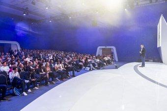 DMEXCO_Konferenz_Alexander-Nick_Dan-Taylor_009-(c)-koelnmesse.jpg