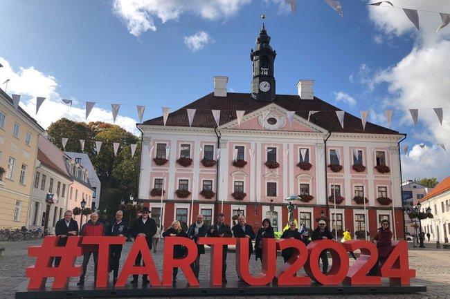Teilnehmer der Fachreise am Rathausplatz von Tartu (Kulturhauptstadt 2014)