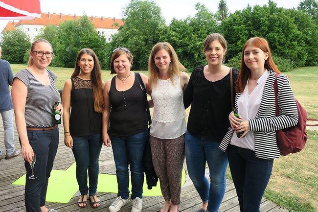Absolventinnen beim Alumnifest des Departments Medien und Wirtschaft