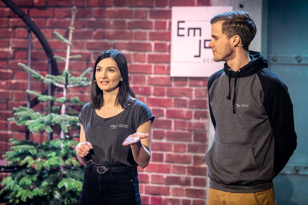 Sarina Haas, Absolventin des Masterstudiengangs Digital Media Management und Markus Jungwirth, Gründer von EMJOT Design