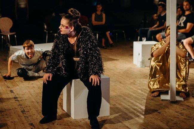 Die Beton-Sonne, eine Theaterproduktion des CPI-Teams Wr. Spielwut