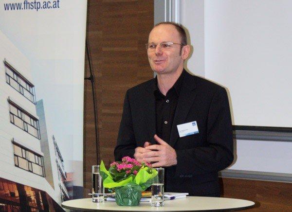 SKILL-Leiter Josef Weißenböck führt durch das Programm