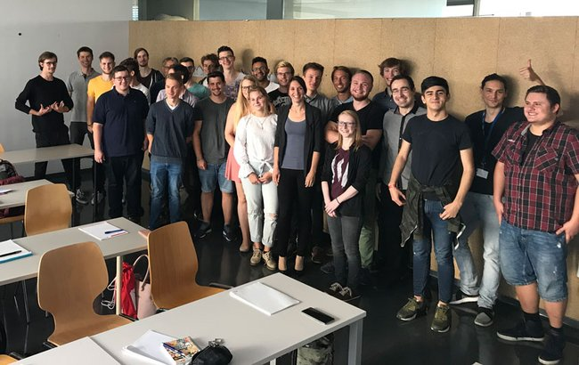 Gruppenfoto der Studierenden aus dem Bachelor Studiengang Data Science and Business Analytics