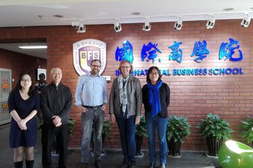 Besuch an der BFSU. V.l.n.R.: Lin Min, Sang-In Kim, Andreas Gebesmair, Daniela Lohner, Lily Dong