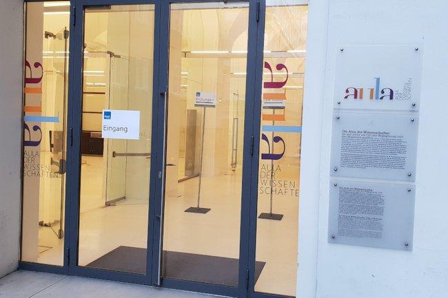 Die Studierenden des Lehrgangs Eventmanagement unternahmen eine Exkursion zur Aula der Wissenschaften.