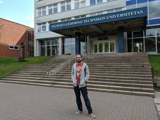 Gabor Österreicher vor der Vilnius Gediminas Technical University