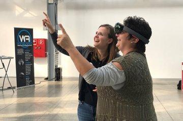 Die Medienecke der FH St. Pölten begeisterte Besucherinnen mit neuen Technologien