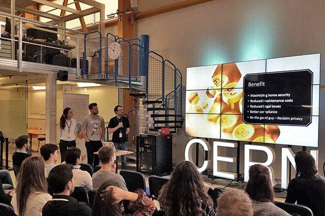 Die FH-Teams bei ihrer Präsentation im CERN