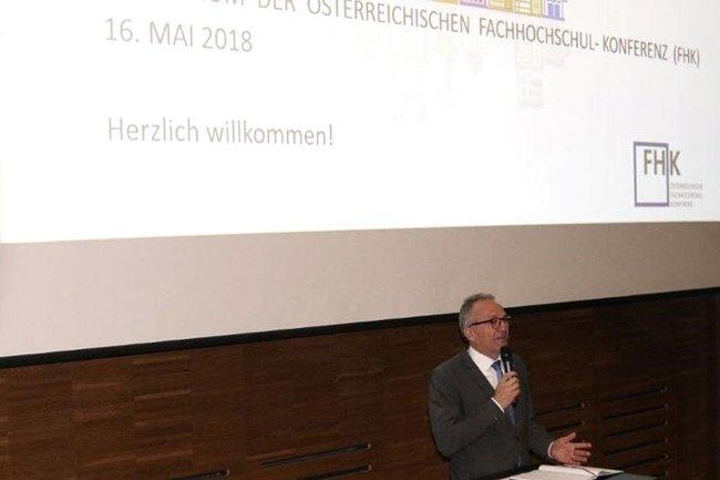 Raimund Ribitsch bei der Eröffnung des Symposiums