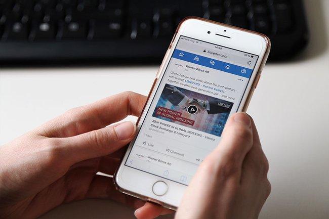 Was haben Börsen von der Präsenz in Sozialen Netzwerken? Diese Frage hat Studentin Verena Bauer ergründet.