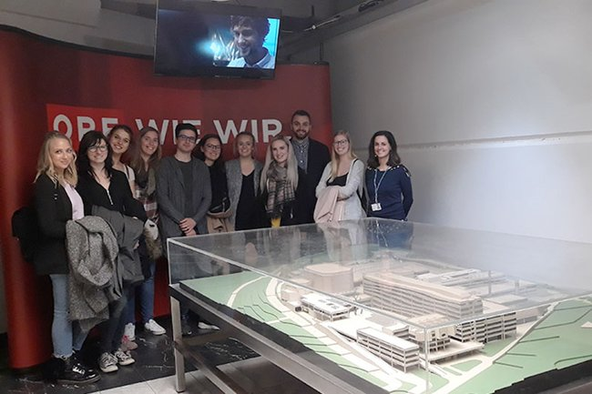Die Studierenden des Master Studiengangs Digital Media Management waren zu Gast im ORF1 Newsroom.