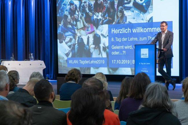 Geschäftsführer Johann Haag eröffnete den 8. Tag der Lehre