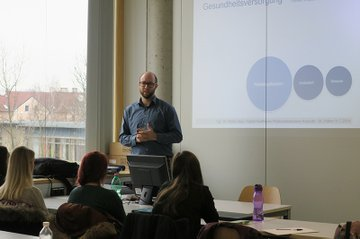 Jakob Doppler, Studiengangsleiter Digital Healthcare, zu Gast im Masterstudium Media- und Kommunikationsberatung