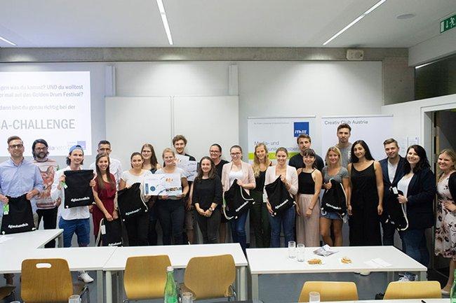 Die TeilnehmerInnen zusammen mit den Mitgliedern der Jury bei der ersten CCA-Student Challenge.