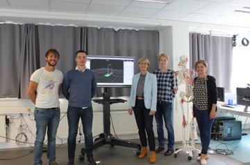 Brian Horsak, Christian Endres, Ewa Roos, Barbara Wondrasch, Skelettmodell, Kerstin Lampel (v.l.n.r)