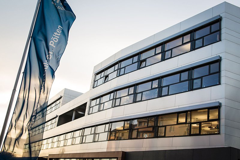 Ansicht des Hauptgebäudes der FH St. Pölten