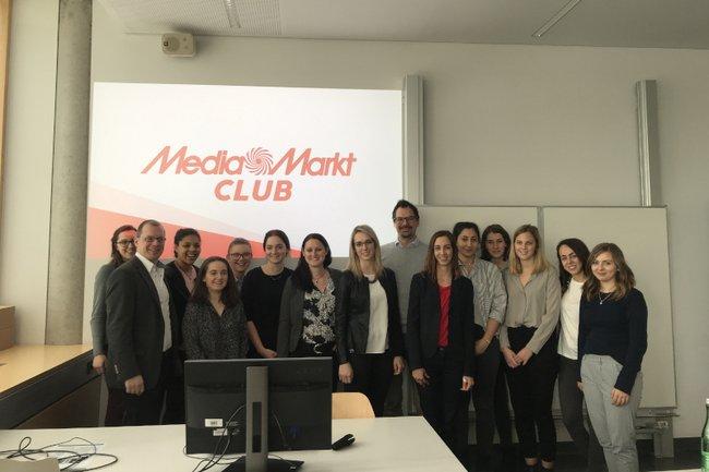 """Die Studierendengruppe erarbeitete im Rahmen der Lehrveranstaltung """"Praxislabor Werbung"""" im Bachelorstudium Media- und Kommunikationsberatung Konzepte für MediaMarkt."""