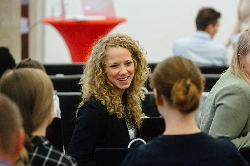 Kathrin Daxböck ist die erste Absolventin des Master Studiengangs Wirtschafts- und Finanzkommunikation.