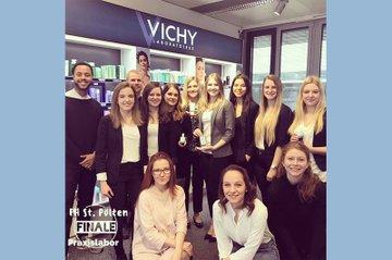 Studierende des Bachelor Studiengangs Media- und Kommunikationsberatung präsentierten ihre Kommunikations-Konzepte vor dem Auftraggeber Vichy