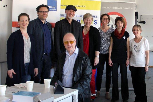 Stehend: Angelika Kartusch, Volker Frey, Erich Fenninger, Christine Rosenbach, Daniela Almer, Barbara Bühler, Monika Vyslouzil; sitzend: Gerhard Fechter