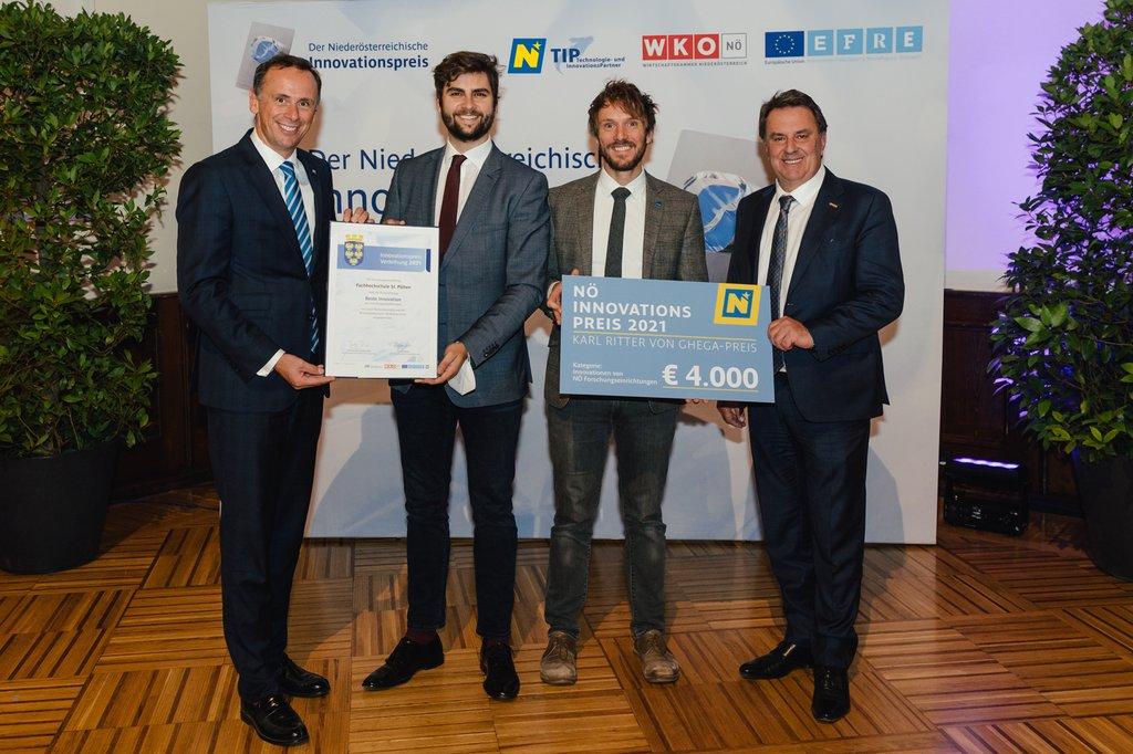 Djordje Slijepčević und Brian Horsak bei der Preisverleihung mit WKO-NÖ-Präsident Wolfgang Ecker und LR Jochen Danninger