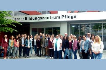 Dozentinnen und Studierende der FH St. Pölten am Berner Bildungszentrum Pflege