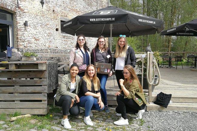 Die Studierenden der Media- und Kommunikationsberatung vor Ort bei der belgischen Brauerei, die Auftraggeber dieser International Marketing Week war.