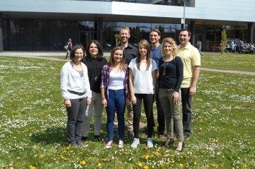 Team des Studiengangs Gesundheits- und Krankenpflege mit Incoming Studierenden Morgane Monet und Maya Gossett