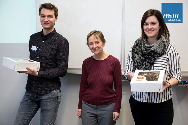 (v.l.n.r.): Dmitry Gusakov von der Moscow State University of Railway Engineering, Monika Vyslouzil (Leiterin des FH-Kollegiums) und Medientechnik-Studentin Sophia Klöbl